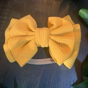 Big bow nylon headband.